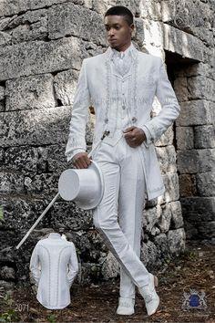 Costume de marié baroque, Napoléon redingote vintage en tissu jacquard blanc avec broderie d'argent et fermoir en cristal. Modèle n: 2071 Ottavio Nuccio Gala Baroque