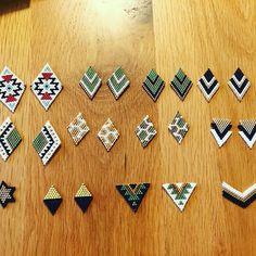 この子たち、かわいいピアスとネックレスに仕上がる予定です♡ #デリカビーズ #デリカビーズピアス #ハンドメイド #フリーマーケット出店 #ハンドメイドアクセサリー Seed Bead Jewelry, Bead Jewellery, Seed Bead Earrings, Diy Earrings, Earrings Handmade, Handmade Jewelry, Beaded Earrings Patterns, Seed Bead Patterns, Bracelet Patterns