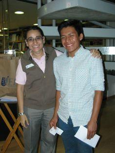 Karina Avendaño (Jefa de promoción) en compañía de un futuro emprendedor #campusreforma #gentedenegocios
