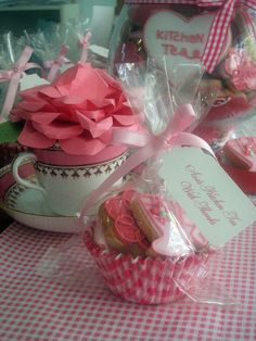 Use large cupcake wrappers for party favors. Good way to keep costs down! Cookie Packaging, Cute Packaging, Packaging Ideas, Tea Party Favors, Wedding Favors, Cupcake Wrappers, Cupcake Liners, Festa Party, Christmas Tea