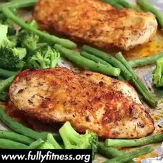 May this new week be great for all of us. And if this week your goal is to eat better or healthier, I hope this easy spicy chicken meal-prep recipe helps you to achieve it 👊😘😋 . These paleo-friendly, gluten-free, and low-carb Spicy Chicken Meal Lunch Meal Prep, Meal Prep Bowls, Easy Meal Prep, Healthy Meal Prep, Healthy Snacks, Easy Meals, Vegan Lunches, Dinner Healthy, Keto Meal