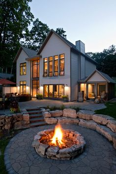 Feuerstelle retreat ideas backyard fire pit designs best heated Outdoor Living All Year Long While T Cheap Fire Pit, Diy Fire Pit, Fire Pit Backyard, Backyard Patio, Backyard Seating, Back Yard Fire Pit, Diy Patio, In Ground Fire Pit, Garden Fire Pit