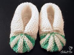 Ravelry: Baby Shoes pattern by Stitchlogue by Calista Yoo Baby Cardigan Knitting Pattern Free, Baby Booties Free Pattern, Baby Shoes Pattern, Baby Hats Knitting, Baby Knitting Patterns, Baby Patterns, Knit Baby Shoes, Crochet Baby Booties, Knit Or Crochet