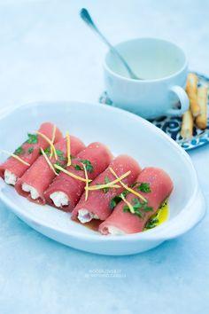 Involtini di tonno fresco con caprino, olive e grissini L'antipasto di pesce…