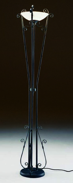 Par de lámparas de pie de hierro batido con vidrios soplados y