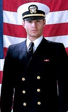 Jensen Ackles - Just one good man Jensen Ackles Supernatural, Supernatural Fandom, Supernatural Wallpaper, Boy Walking, Men In Uniform, Smallville, Destiel, Dean Winchester, A Good Man
