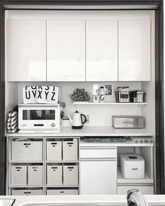 キッチンは長くいる場所だからこそ、収納もお洒落にしたいですよね。そこで今回は料理しやすさがアップするおしゃれなキッチン収納のコツをご紹介します。