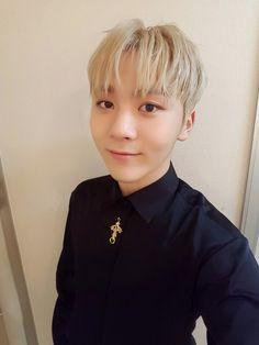Seungkwan always looks so good in selfies omg~