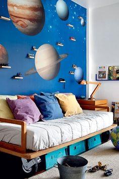 Viagem espacial  (Foto: Edu Castello) espaço abaxo cama - rodas grandes