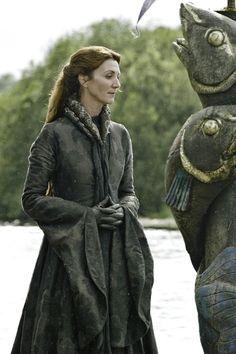 colar da rainha de game of thrones   Imagens inéditas da 3ª temporada de Game Of Thrones! - OJUARA XD ...