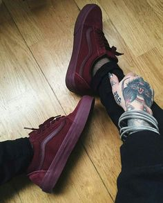 Idea to Custom Painted Your Vans Shoes - Sock Shoes, Cute Shoes, Me Too Shoes, Men's Shoes, Shoe Boots, Sneakers Vans, Mens Vans Shoes, All Black Sneakers, Zapatillas Casual