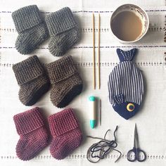 Ravelry: Oh Baby ! Baby Booties pattern by DoubleDiamondKnits. I had to pin these again, they are just so darn cute! Plus too many great photos to choose from! Knitting Stitches, Baby Knitting, Baby Barn, Knit Baby Booties, Darning, 9 And 10, Ravelry, Stitch Patterns, Winter Outfits