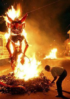 Burning of the devil - Guatemalan Advent, December 7 at 6 pm