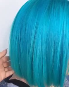 LIVING for this gorgeous Cyan Sky bob by 💙✨ The post Cyan Sky appeared first on sport. Aqua Hair Color, Turquoise Hair, Blonde Color, Hair Colors, Dip Dye Hair, Dye My Hair, Pelo Color Azul, Underlights Hair, Neon Hair