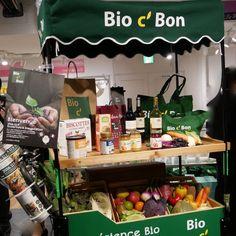 皆さん!毎日の暮らしを彩る素敵なスーパーが開店しました。その名は「Bio c′Bon」。イオングループです。今日プレス発表会があり取材させていただきました。