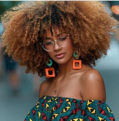 How to style afro kinky hairstyles for Afro carribean women with natural hair. From big afro styles, curly twist outs, afro up-do's and Big Hair, Your Hair, Curly Hair Styles, Natural Hair Styles, Natural Beauty, Long Hair Tips, Glossy Hair, Pelo Natural, Natural Weave