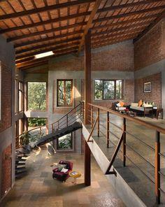 บ้านกลางสวน สองชั้นหลังใหญ่ สไตล์ทรอปิคอล พร้อมการตกแต่งให้มีกลิ่นอายแบบลอฟท์   NaiBann.com