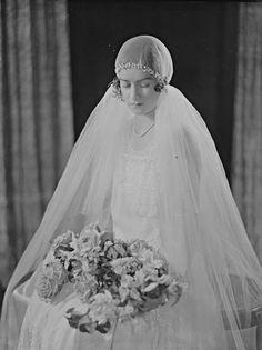 Wedding dresses lace curvy bride and black wedding dresses with sleeves Vintage Wedding Photos, 1920s Wedding, Vintage Bridal, Wedding Pics, Wedding Bride, Wedding Styles, Wedding Dresses, Vintage Weddings, Wedding Shot