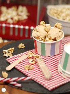 Popcorn-Eis mit einer Extraportion Popcorn in Salzkaramell