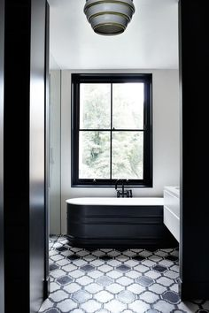 Love the dark window frames. Suzy Hoodless London Townhouse | Real Homes (houseandgarden.co.uk)