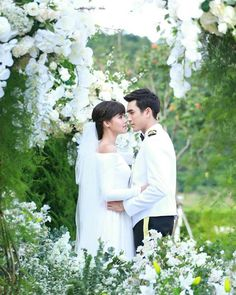 Wedding Poses, Wedding Dresses, Thai Drama, Sweet Couple, Drama Movies, The Crown, Celebrity Couples, Traditional Dresses, Cute Couples