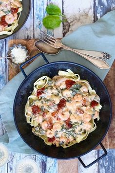 Tagliatelle met romige garnalen - Chickslovefood Quick meal with tagliatelle and creamy shrimps. Gourmet Recipes, Pasta Recipes, Dinner Recipes, Healthy Recipes, Quick Recipes, Clean Eating Snacks, Healthy Eating, Gluten Free Puff Pastry, Clean Baking Pans
