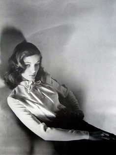Lauren Bacall Photographer: Jerry Plucer-Sarna --can we bring back classic beauty? Old Hollywood Glamour, Golden Age Of Hollywood, Vintage Hollywood, Classic Hollywood, Hollywood Cinema, Hollywood Icons, Hollywood Stars, Hollywood Actresses, Lauren Bacall