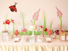 Love this for a ladybug party. Subtle and sweet! Cake Ink.