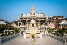 Parshwanath Temple is a Jain temple at Badridas Temple Street is a major tourist attraction in Kolkata (Calcutta), India. The temple was built by a Jain named Rai Badridas Bahadoor Mookim in Pratishtha was done by Sri Kalyansurishwarji Maharaj. Jain Temple, Kolkata, Bengal, India, Mansions, Country, House Styles, Building, Temples