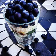 Perfect Weekday Breakfast: Coconut, Chia & Blueberry Parfait great healthy breakfast i'll make some modifications Clean Recipes, Whole Food Recipes, Cooking Recipes, Healthy Recipes, Breakfast Time, Breakfast Recipes, Breakfast Parfait, Blueberry Breakfast, Breakfast Ideas