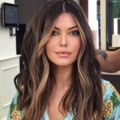 Brunette Hair Color With Highlights, Dark Brunette Hair, Brown Blonde Hair, Light Brown Hair, Color For Brown Hair, Brown Hair For Summer, Brown Hair With Balayage, Brown Hair Inspo, Chocolate Brown Hair With Highlights
