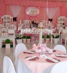 A maioria das festas é rosa, porem da p fazer a mesma decoração e só trocar por azul!!! !   Blogs legais:   fazendoaminhafesta.blogspot.com....