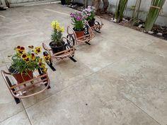 Macetero carreta en metal reciclado Patio, Outdoor Decor, Home Decor, Wheelbarrow, Upcycling, Homemade Home Decor, Yard, Porch, Terrace