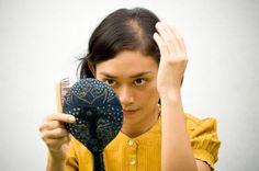 Kerontokan rambut merupakan momok yang ditakuti wanita karena mengembalikan lagi keindahan rambut yang sudah rontok itu sangat sulit dan membutuhkan waktu yang tidak sebentar.