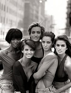 (from left to right) Naomi Campbell, Linda Evangelista, Elaine Irwin, Christy Turlington, Cindy Crawford