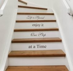 Inspiration pour un escalier design Escalier Design, Wallpaper Stencil, Do It Yourself Furniture, Painted Stairs, Stenciled Stairs, Wooden Stairs, Painted Staircases, Rustic Stairs, Hardwood Stairs