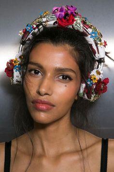 Dolce & Gabbana at Milan Fashion Week Spring 2016 - Backstage Runway Photos Cute Makeup, Makeup Looks, Hair Makeup, Rose Jackson, Pooja Mor, Runway Makeup, Beauty Around The World, Spring Summer 2016, Makeup Inspiration