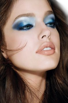 I don't usually like super blue makeup, but this is well-done.