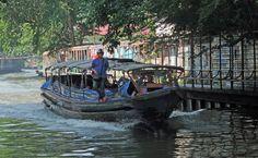 Klong boat Bangkok by Gösta Knochenhauer