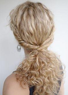 25 coiffures pour cheveux bouclés repérées sur Pinterest