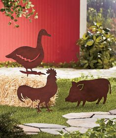 Metal Barn Yard Stakes Rooster Pig or Duck Garden Country Yard Decor