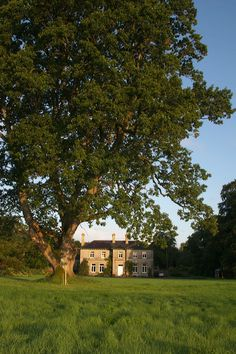 Mornington House, since 1896 it has been an Inn looking after travellers. Now a very chic private hotel with a small selection of rooms and the friendliest service from the owners, Anne and Warwick. #travel #Ireland #englishcountryhotel