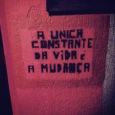 """""""A única constante da vida é a mudança"""" via @mariavalente92  #oqueasruasfalam #asruasfalam #oqrf #bestoftheday #coolhunting #deboismo #frases #grapixo #hunter #instalive #instapixo #iphonesia #manifesto #murosquefalam #nasruas #noolhodarua #changetheworld #osmurosfalam #oquefalamasruas #pixo #pelasruas #parachoque #rua #stencil #streetart #streetarthunter #txturbano #vozesdacidade"""