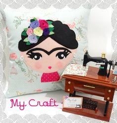 Almofada Frida Khalo em tecido e aplique em feltro.  https://www.facebook.com/mycraftbyroberta