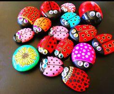 Pequeñas piedras pintadas en forma de coralinas, le he pegado un imán detrás y quedan muy bien para decorar la nevera, algún diseño me he guiado por las bonitas coralinas de Piedra Creativa [Total: 1 Promedio (Average): 5] Rock Painting Patterns, Rock Art, Painted Rocks, Easter Eggs, Projects To Try, Arts And Crafts, Diy, Stone, Landscape