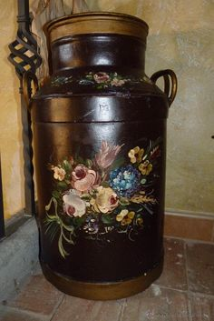 cantaros pintados - Buscar con Google Painted Milk Cans, Old Milk Cans, Art Folder, Country Crafts, Bottle Painting, Antique Pewter, Milk Jug, Centerpiece Decorations, Creative Decor