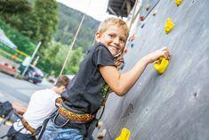 Sportliche Aktivitäten beim Straßenfest Flachau Salzburg, Wood Watch, Events, Sports Activities, Tourism, Wooden Clock, Wooden Watch