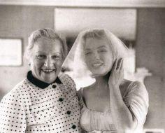 Marilyn Monroe at her Jewish wedding to Arthur Miller, Marilyn Monroe Wedding, Norma Jean Marilyn Monroe, Wedding Tumblr, Milton Greene, Norma Jeane, Vintage Hollywood, Hollywood Stars, American Actress, Mafia
