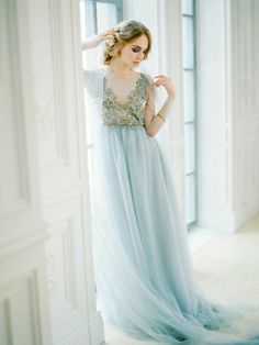 a beautiful wedding dress with an embroidered gold top and an icy blue skirt looks chic and refined Lace Wedding Dress, Blue Wedding Dresses, Wedding Gowns, Prom Dresses, Formal Dresses, Grey Winter Wedding, Looks Chic, Color Azul, Dress For You