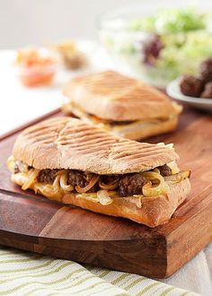 Americká variace s lahodnou cibulkou; Apple Pie, Ciabatta, Sandwiches, Snacks, Ethnic Recipes, Desserts, Food, Tailgate Desserts, Appetizers